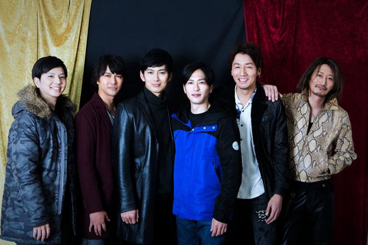 左から一條俊、高野八誠、松田悟志、須賀貴匡、弓削智久、萩野崇